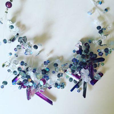 00150 Tour de cou, quartz, cristaux Swarovski et perles diverses