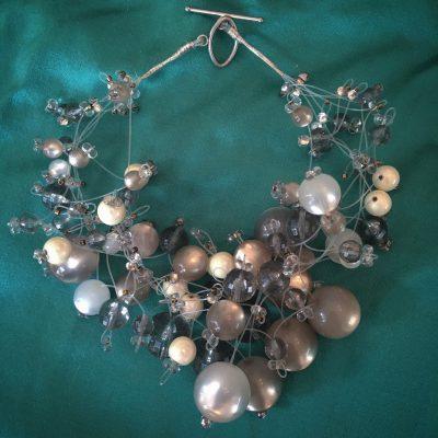 00161 Tour de cou, perles diverses et cristaux Swarovski
