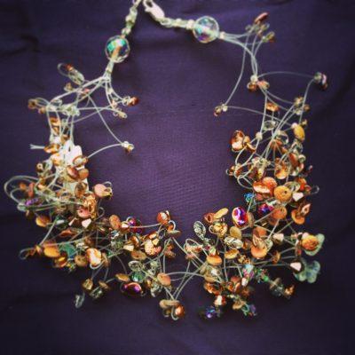 00169 Tour de cou, cristaux Swarovski et perles diverses