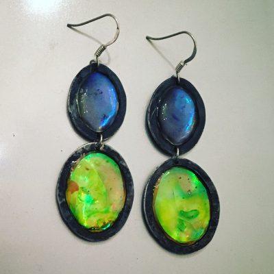 00195 Boucles d'oreilles argent 925 noirci et résine opalescente