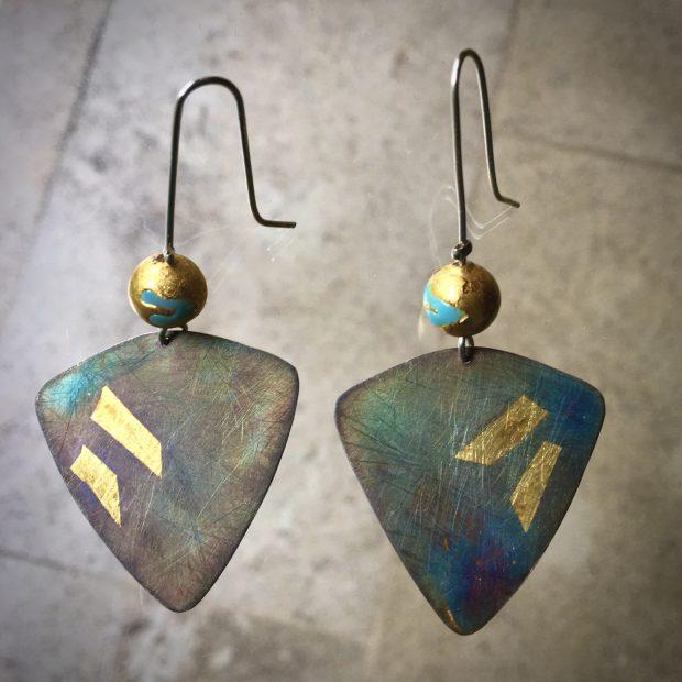 449 Boucles d'oreilles argent oxydé, feuille d'or et perles de Murano